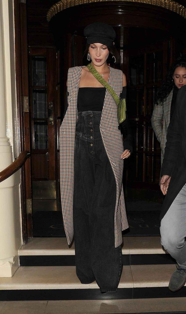 画像1: 21歳人気モデル、ベラ・ハディッドがこの冬選んだ最旬デニムって?
