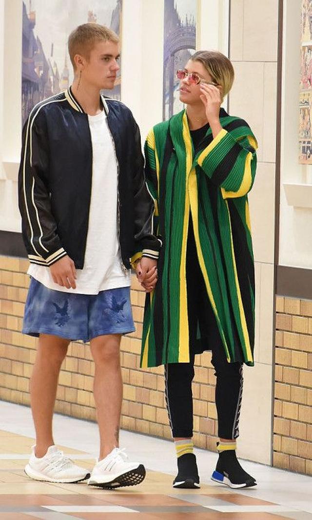 画像: ジャスティンはライオネル・リッチーの娘ソフィアとの交際を公にし、先日、日本にも彼女を同伴した。