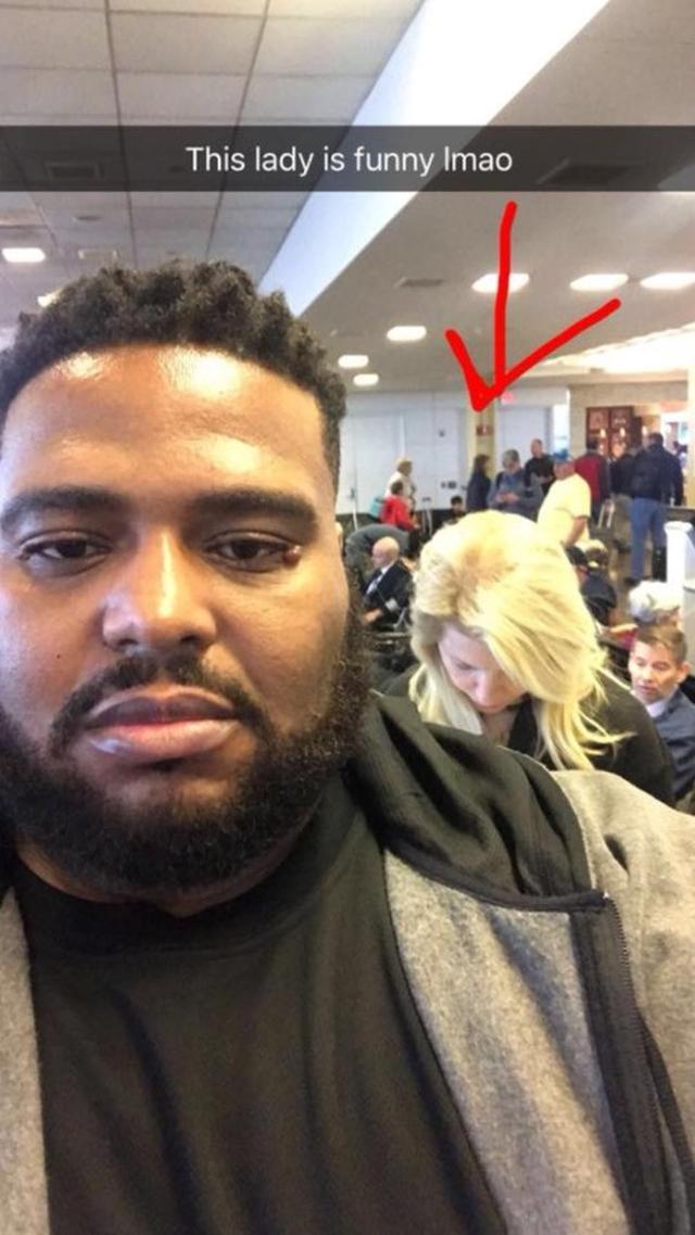 画像: SNSに「この人ウケる(笑)」とセルフィーを撮って投稿したエミット。