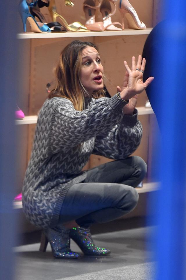 画像1: こんな贅沢ありますか?『SATC』キャリー役女優が全力で一般人の靴選びを手伝う