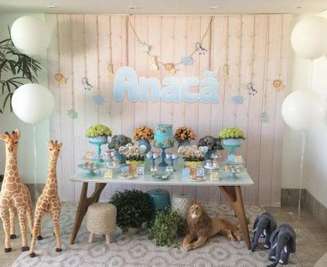 画像: キリンやゾウ、ライオンなどの野生動物をモチーフにしたケーキやキャンディがズラリ。ぬいぐるみもお出迎え。 Ⓒmparaiso