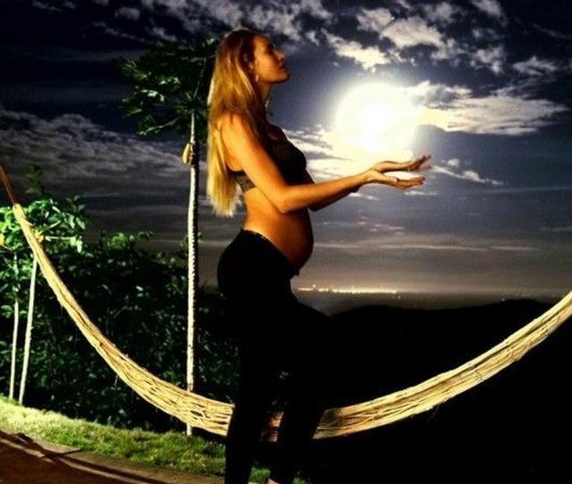 画像: 妊婦ライフをおしゃれに記録 ヴィクシーモデル、キャンディスのマタニティフォト集 - FRONTROW