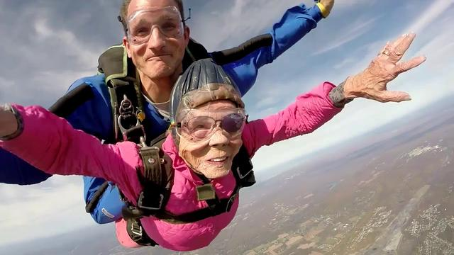 画像: Eila Campbell's Tandem skydive in Northeast PA! www.youtube.com
