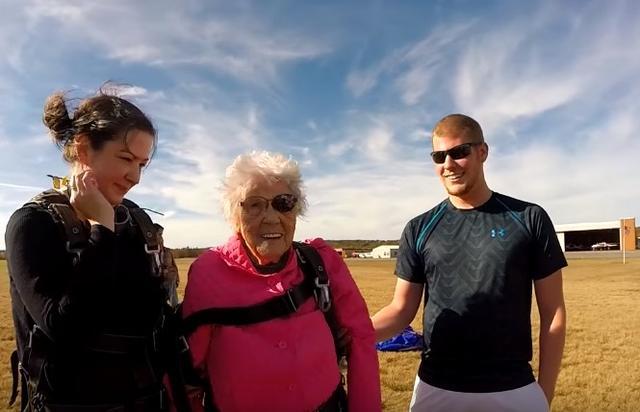 画像4: 94歳のおばあちゃんが誕生日にスカイダイビング「死ぬまでにやりたかった」