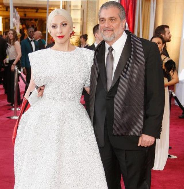 画像: ガガと、父のジョー。