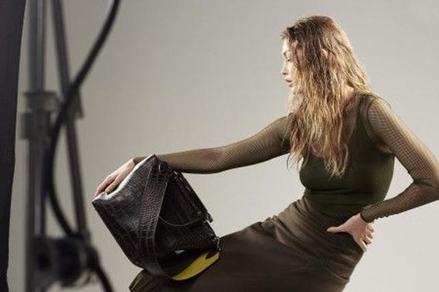 画像3: ジジ・ハディッドが、2年連続でマックスマーラの広告モデルに!