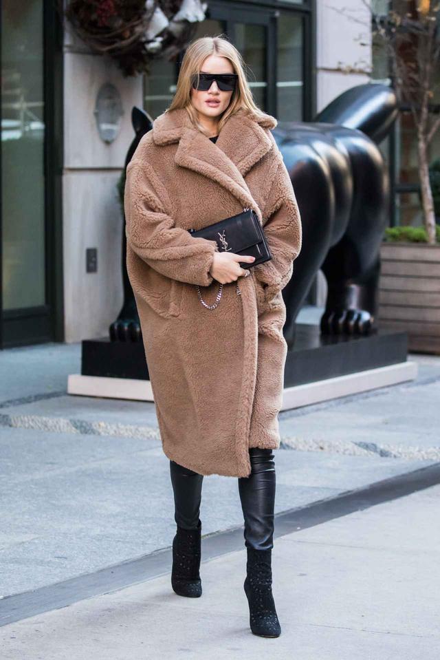 画像1: 人気モデルが着こなす、防寒ばっちりな「テディベアコート」が可愛い