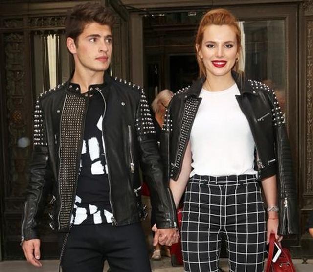 画像: 交際当時のベラとグレッグ。イギリス人俳優のグレッグは、現在は米MTVのドラマ『フェイキング・イット』に出演中。