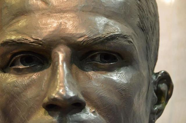 画像3: 酷評されたクリスティアーノ・ロナウド像、新しい銅像の出来栄えは?