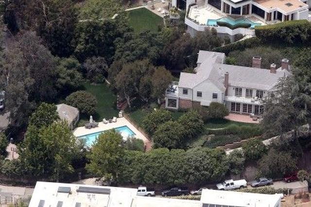 画像: LAに約13億円でプール付きのこちらの家を購入。