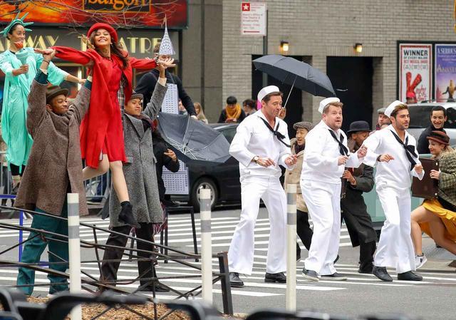 画像: ミュージカルの時間は、信号が赤になるまで!