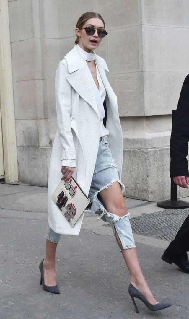 画像2: とにかく白が好き!次世代おしゃれモデル、ジジ・ハディッドの白コーデ15選