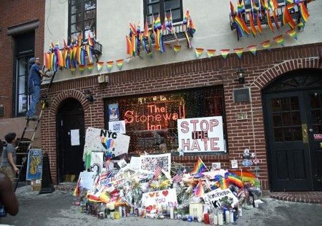 画像: NYに掲げられた「ヘイトはやめよう」のプラカード。