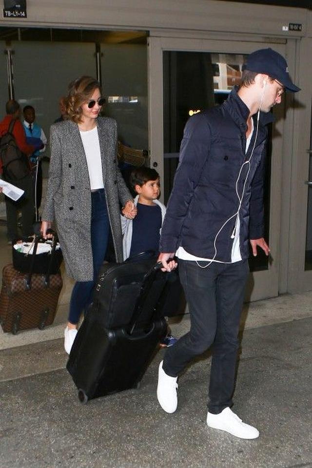 画像: LA空港でミランダ、フリン君、エヴァンをキャッチ。