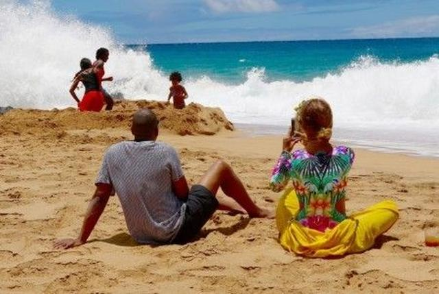 画像: 娘ブルー・アイヴィーちゃんを見守るジェイと、その姿を収めるビヨンセはまさにおしどり夫婦。