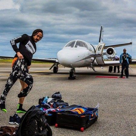 画像: 機体の前に置かれたミニ・レッドカーペットにも注目。