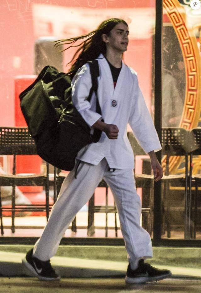 画像: 今年7月、空手道場で練習を終え、家路につくブランケット。