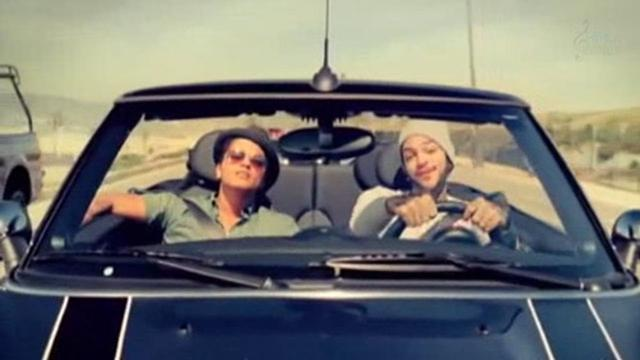 画像: Travie McCoy: Billionaire ft. Bruno Mars [OFFICIAL VIDEO] www.youtube.com