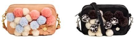 画像: Janey Crossbody Pom Pom(ジェイニー クロスボディ ポンポン) ダスティーコーラル、ブラック 各¥24,000 価格は全て本体価格。