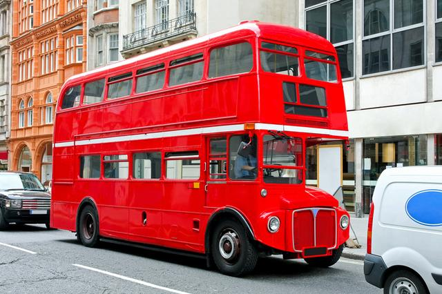 画像: ロンドン名物、ダブルデッカーの一例。