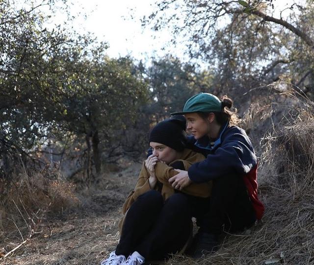 画像: エマが指輪の写真と一緒に公開したリラックスした様子の2人のツーショット写真。©Emma Portner/Instagram