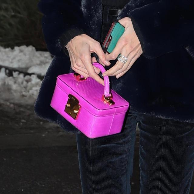 画像2: 人気モデル、ネイビー×ピンクの冬スタイルがオシャレ!