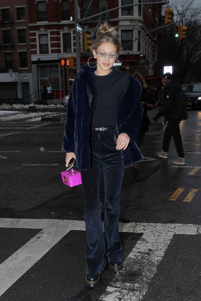 画像1: 人気モデル、ネイビー×ピンクの冬スタイルがオシャレ!