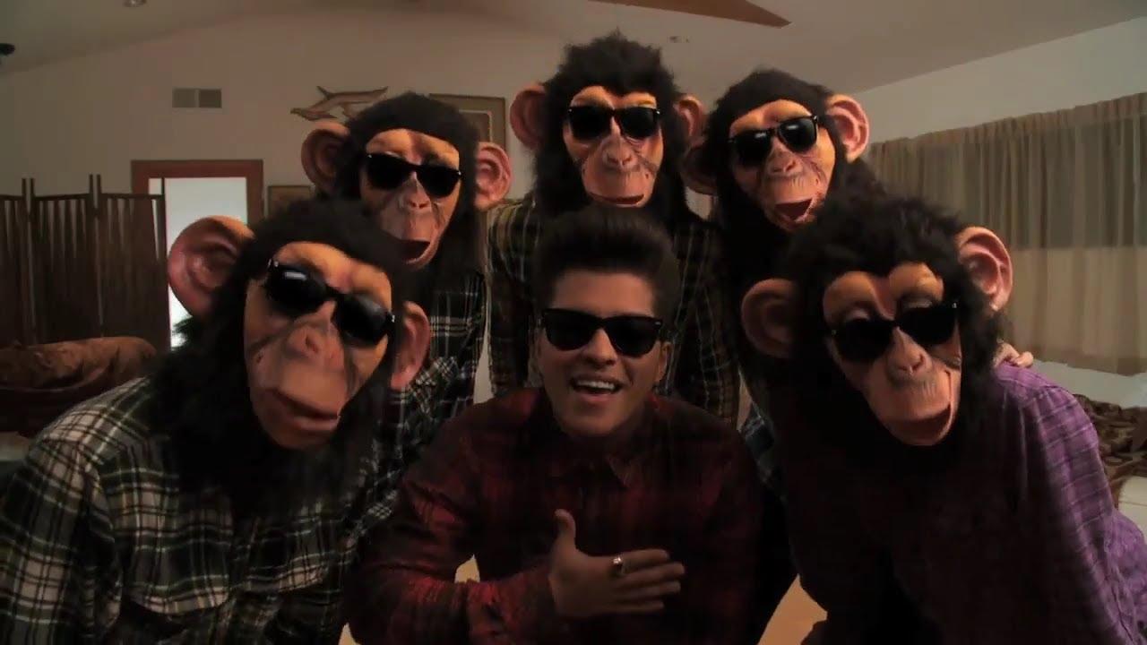 画像: Bruno Mars - The Lazy Song [OFFICIAL VIDEO] www.youtube.com