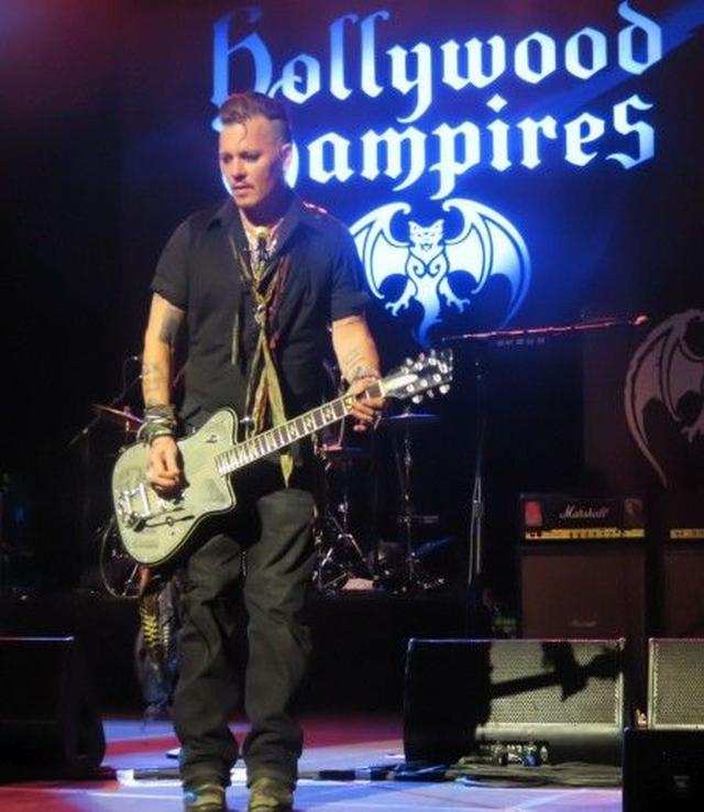 画像: ジョニーは7月25日まで、自身のバンドと共にツアーを続けている。
