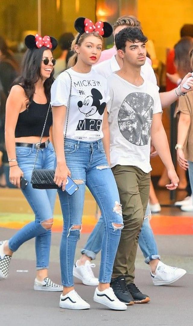 画像: 夏休みがスタート!ディズニーランドに何着て行く?セレブのミッキーLOVEファッション