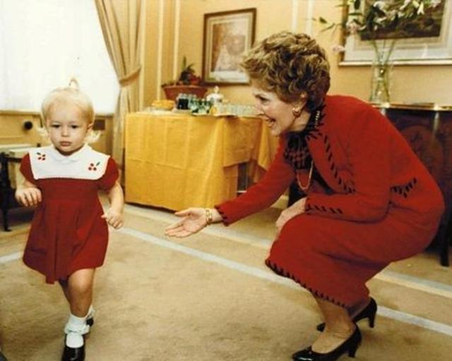 画像: アメリカの大統領夫人(当時)ナンシー・レーガンも家族の知人