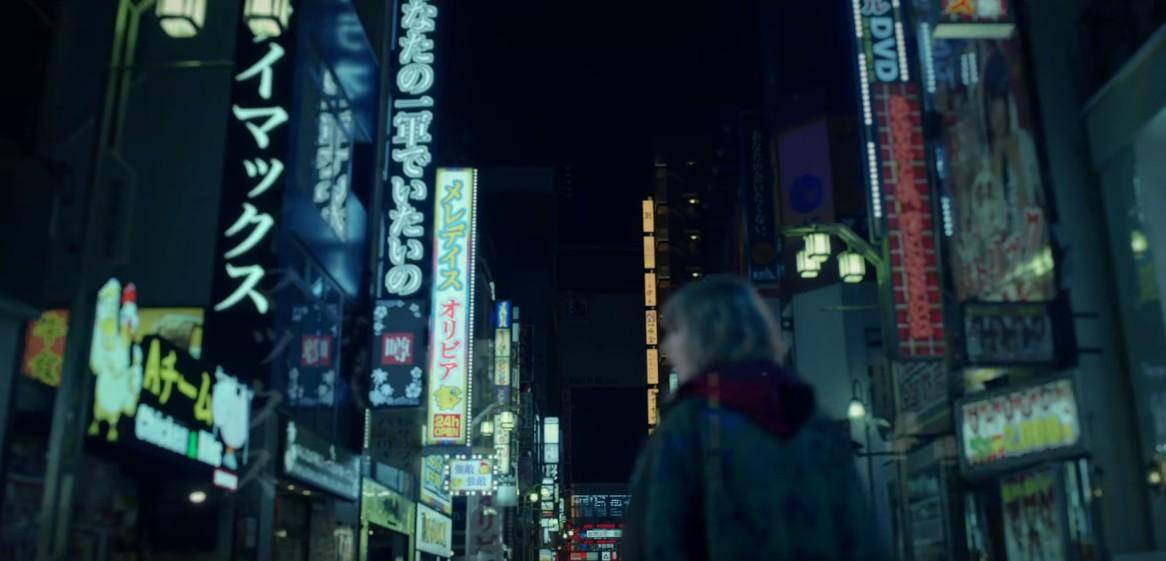 画像1: テイラーが東京のネオン街を闊歩!