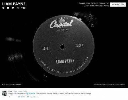 画像: 写真には「これまでに素晴らしいアーティストたちを輩出してきたキャピトル・レコード社と契約できてとても嬉しいよ。彼らの足跡を追っていければいいな」と新たな一歩に胸を膨らませるリアムのコメントが添えられていた。