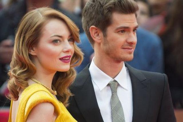 画像: 『アメスパ』のアンドリューとエマが、笑顔でロンドンを散歩!2人の関係は?