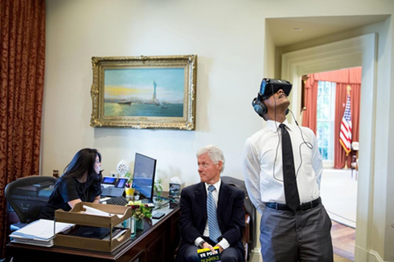 画像4: VRを楽しむオバマ大統領の写真が公開され、ネット民がフォトショで大遊び