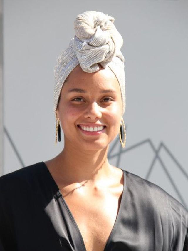 画像: BETアワードのレッドカーペットにもノーメイクで登場したアリシア。