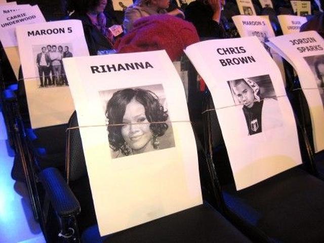 画像: 翌日のグラミー賞授賞式では隣の席が用意されていたが、もちろん2人とも出席はキャンセルに。