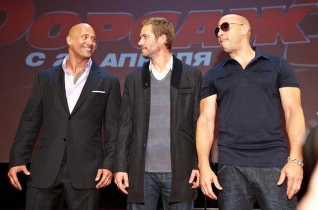 画像: 2011年の『ワイルド・スピード MEGA MAX』のロシアプレミアにて。中央は、故ポール・ウォーカー。