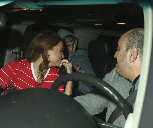 画像: 帰りは、クラブのセキュリティスタッフに護衛されながら、窓にスモークが貼られた友人の車の後部座席に無言のまま乗り込むと、そそくさとその場を後にした。