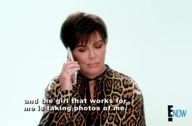 画像: トークシーンの撮影中にカイリーから電話を受けるクリス。©E!