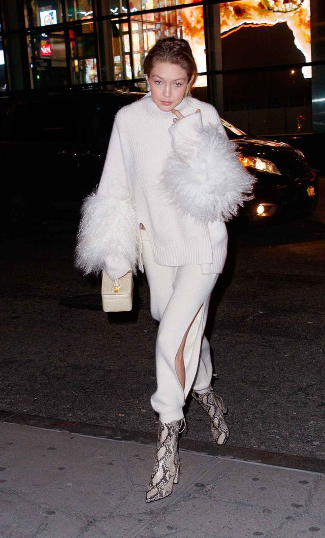 画像1: あの先輩モデルとディナー!人気モデル、冬の最新ホワイトコーデがオシャレ