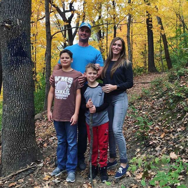 画像1: 家族写真のはずがホラー写真に