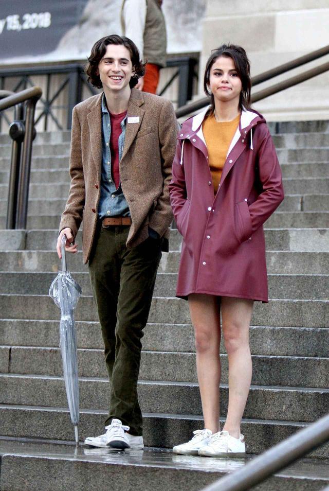画像: 映画撮影中のティモシーとセレーナ。