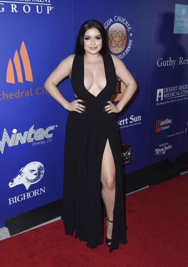 画像1: 露出度の高いドレスを批判された19歳女優の「巧みな返答」に大絶賛