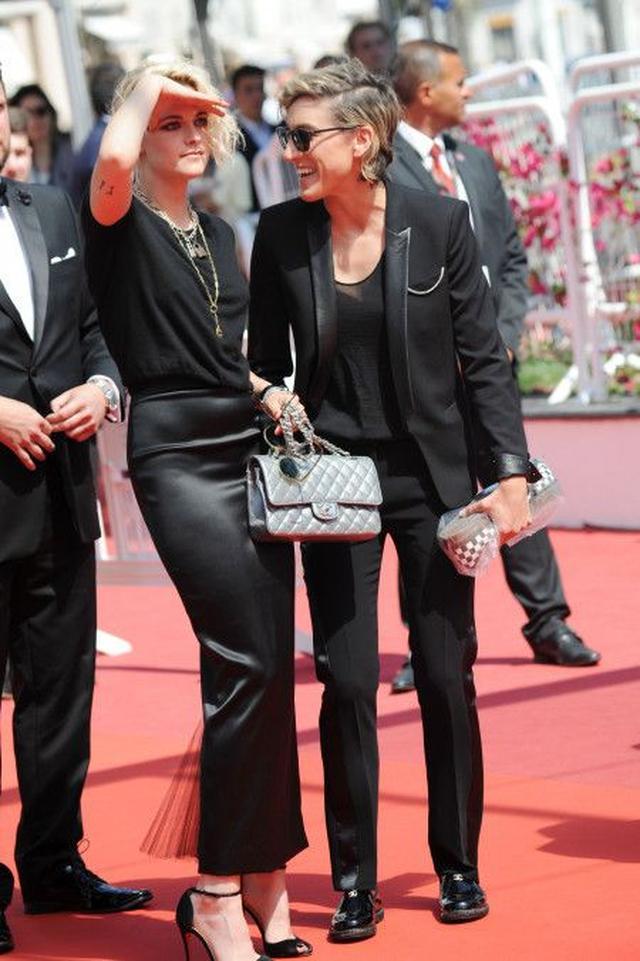 画像: 今年5月に行われた映画のプレミアのレッドカーペットに仲良く揃って登場したクリステンとアリシア。