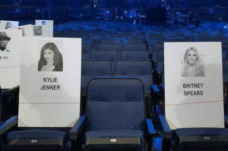 画像: 昨年のMTV VMAでは、リハーサルの時点ではリアリティスターのカイリー・ジェナーとシンガーのブリトニー・スピアーズが隣同士の席になっていたけれど…