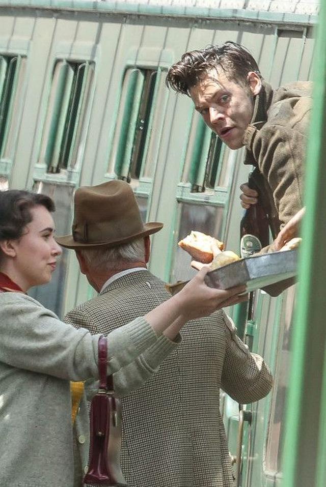 画像3: 1Dハリー・スタイルズ初の出演映画『ダンケルク』から最新の撮影風景をお届け