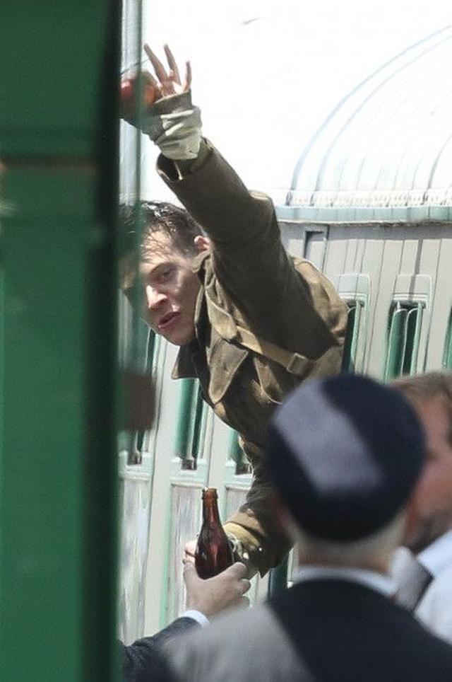 画像4: 1Dハリー・スタイルズ初の出演映画『ダンケルク』から最新の撮影風景をお届け