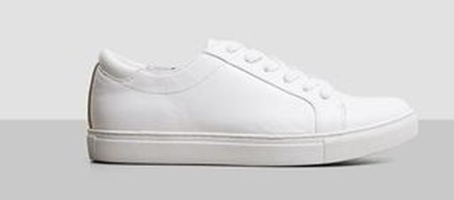画像1: 白スニーカーが大人気!セレブが夢中なのはこのブランド!