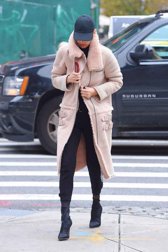 画像: 妹ベラのコートを拝借